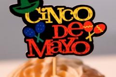 Cingo de Mayo script cupcake topper